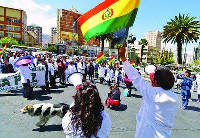 Los médicos y el Gobierno boliviano abren posibilidad de diálogo tras 17 días de huelga