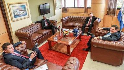 Cumbre de Poderes centra su primera reunión en Presupuesto 2020