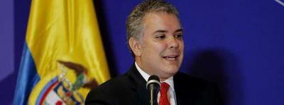 """Duque tacha de """"bravuconada"""" anuncio de Maduro de poner misiles en frontera"""