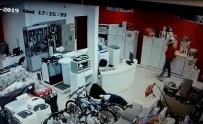 Violento asalto a comercial de Minga Guazú