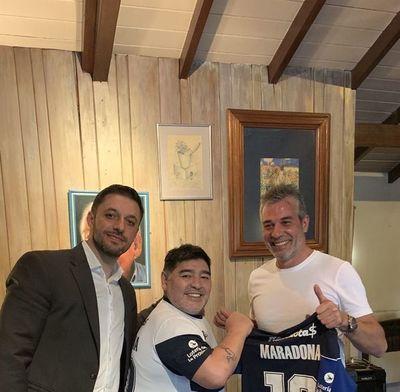 Maradona dirigirá a Ayala y Velázquez