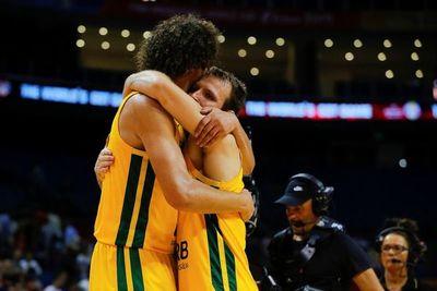 Brasil termina líder, Grecia pasa de ronda