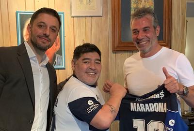 Maradona ya es DT de Víctor Ayala y Pablo Velázquez en Gimnasia