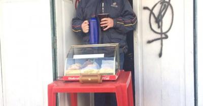 El hijo de un ex dipu vende   empanadas