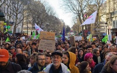 Clientelismo 2.0: en Francia crean una aplicación para contratar manifestantes