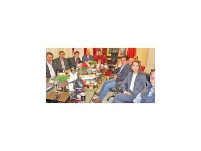 Castiglioni reaparece en la Junta y recibe cuestionamientos de HC