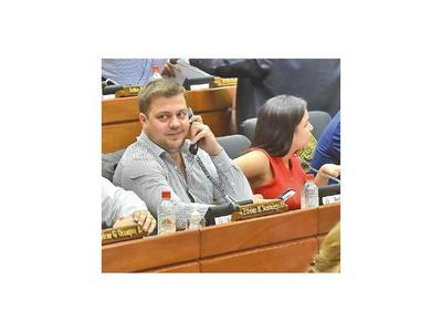 Legislador oficialista dice que es difícil ser coherentes dentro de su bancada