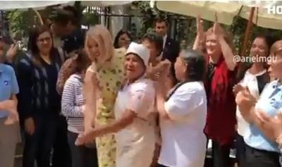 Ivanka Trump baila con grupo de mujeres
