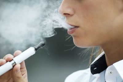 Tercera muerte relacionada a cigarrillos electrónicos