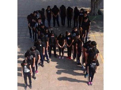 Escuelas del país se visten de luto