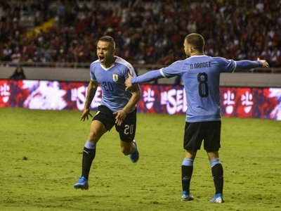 Uruguay vence a Costa Rica con un gol de último minuto