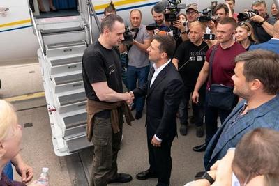Rusia y Ucrania intercambian prisioneros en una primera señal de deshielo de las relaciones