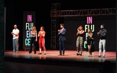 Influencer; una obra que fusiona comedia con mensajes positivos