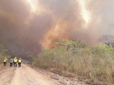 Bomberos intentar sofocar nuevos focos de incendio en el Chaco