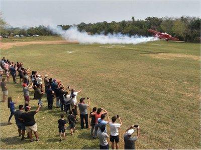 Acrobacia aérea deslumbra  a numeroso público en San Ber