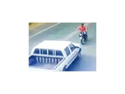Un motociclista fallece tras choque frontal con  camioneta
