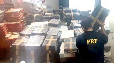 Policía Federal incauta 4,6 toneladas de marihuana paraguaya que era transportada en camión cisterna