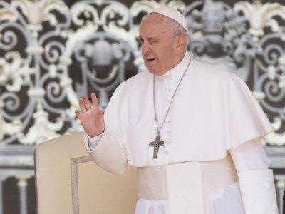 Francisco pide poner a los jóvenes al centro de la sociedad