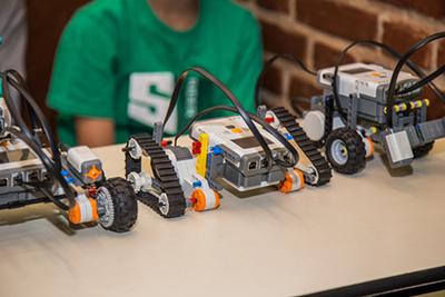 Ofrecen educación mediante la robótica