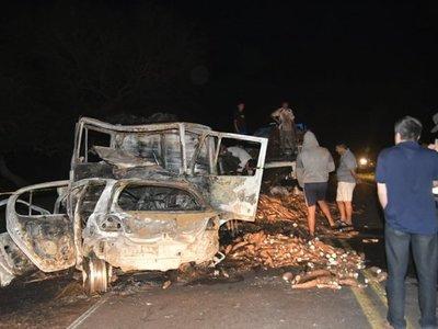 Militar muere calcinado tras chocar contra camión mandioquero