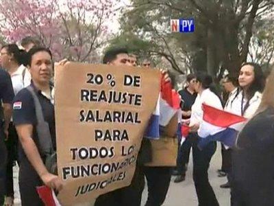 Funcionarios judiciales exigen el 20% de reajuste salarial