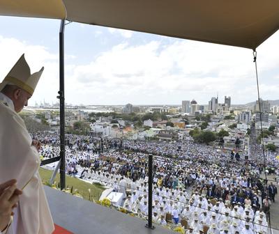 El Papa Francisco instó poner a los jóvenes en el centro de la sociedad.