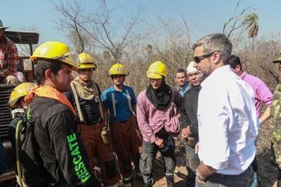 Mandatario coordina tareas que buscan extinguir focos de incendios en el Chaco paraguayo