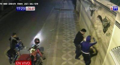 Motochorros atacan a repartidor de comidas