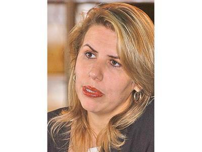 Ministra Cramer viajó a Brasil para seguir negociando el   acuerdo sobre autopartes