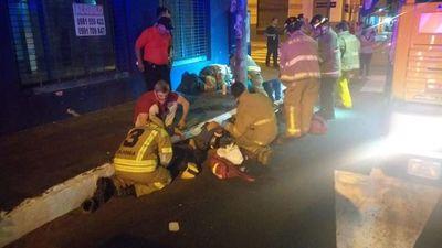 Motociclista resulta herido en un accidente con un bus