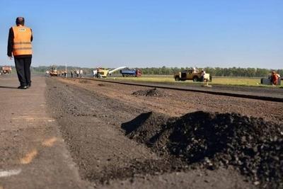 HOY / Trabajos en pista del aeropuerto terminarán a mediados de octubre