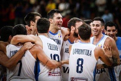 Argentina da el golpazo ante Serbia y está en semis
