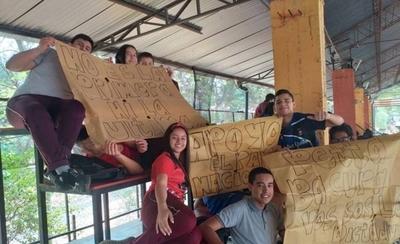 HOY / Estudiantes reclaman mayor presupuesto y hacen paro