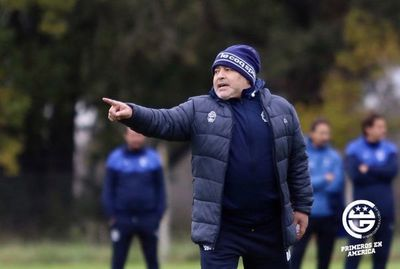 Maradona dirige su primera práctica