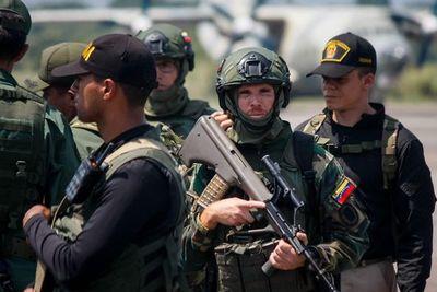 Venezuela inicia ejercicio militar al desplegar tropa en límites con Colombia