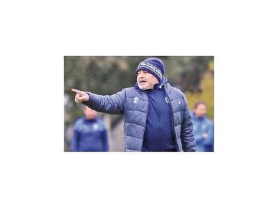 Maradona, al mando