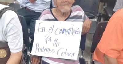 Don Inocente tiene 95 años y lucha para cobrar su pensión