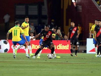 Perú vence a Brasil y se venga de la Copa América