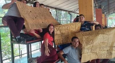 Alumnos, en vigilia desde anoche en el Colegio Ysaty por mayor inversión para la gratuidad de la educación