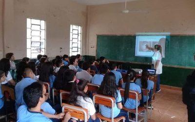 Realizan charla sobre salud sexual y reproductiva en colegios de Franco