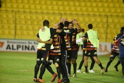 Colón hace historia en la Copa Paraguay