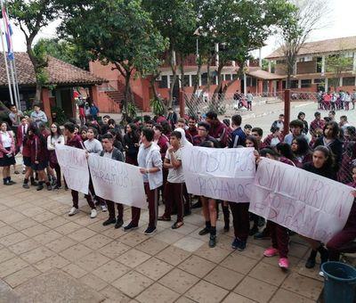 Paralizan colegios esperando respuesta