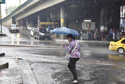 Pronostican jueves fresco y con lluvias dispersas