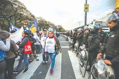 Argentina: Crisis tiende a agudizarse en las calles, entre cruces con la policía