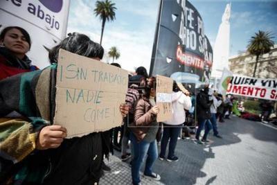 Organizaciones sociales protestan en Argentina entre cruces con la policía