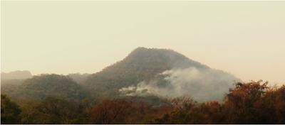 Fuego en tierras ancestrales, sin asistencia de INDI ni SEN