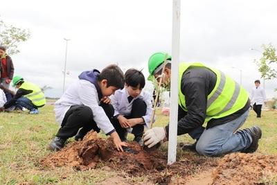 Escolares y A Todo Pulmón inician plantación de árboles