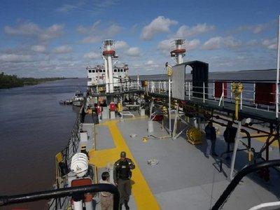 Empresas se desligan de drogas incautadas de buque paraguayo