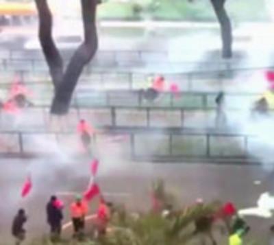 Mineros irrumpen violentamente el Ministerio de Trabajo en Perú