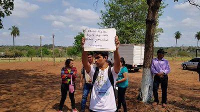 Protesta de estudiante ante la presencia de Mario Abdo